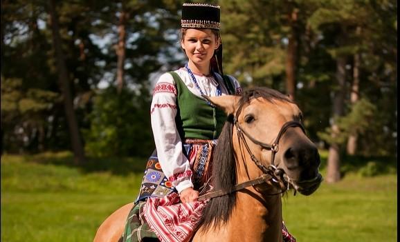 Виставка литовського костюму в Києві