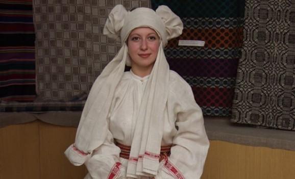 Презентація відтвореного жіночого серпанкового костюму