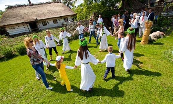 Традиційні народні гуляння свята Трійці в Переяславі