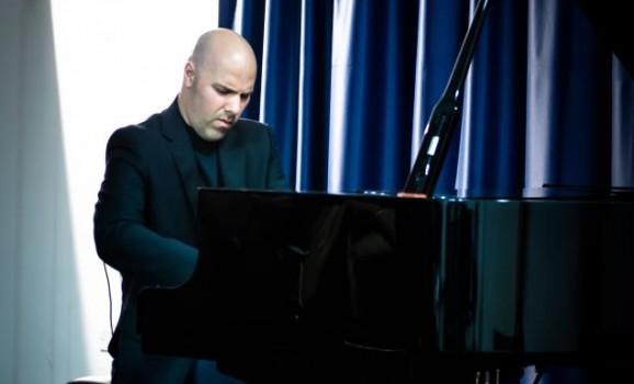 Концерт американського піаніста українського походження Віктора Марківа в Києві
