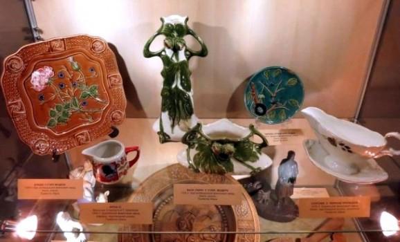 """Лекція-екскурсія Олени Корусь """"Український фарфор і фаянс 1930-х років"""""""