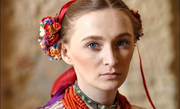 Український народний костюм на подіумі Українського тижня моди