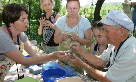 Національний музей-заповідник українського гончарства запрошує опанувати гончарне ремесло