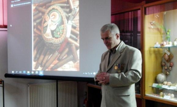 В Коломиї відкрилася виставка писанкаря-воїна