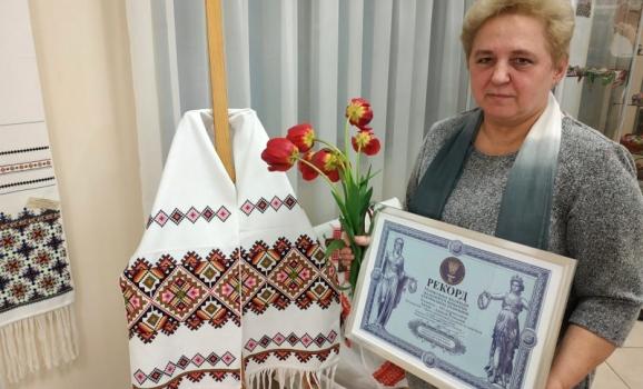 Киянка з колекцією лемківських рушників стала рекордсменкою України