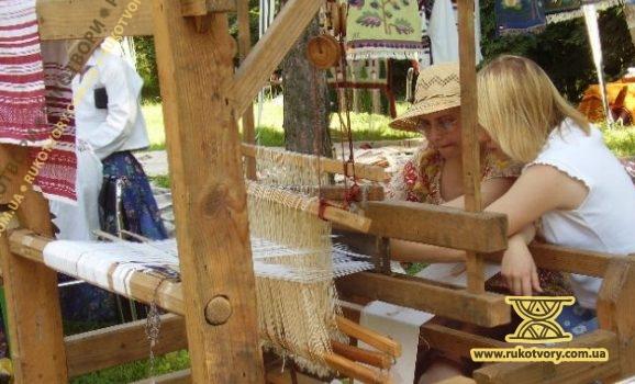 День вишивальниці і ткалі. Пирогів