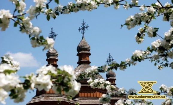 Весна. На Мамаєвій Слободі у Києві