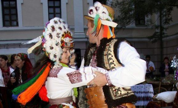 Гуляння в Гончара: відтворення весільного обряду, танці, куліш