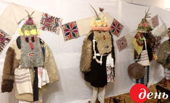 У Вінниці триває виставка архаїчних масок та костюмів, які одягали на Маланки